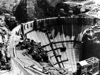 1935: Hoover Dam construction