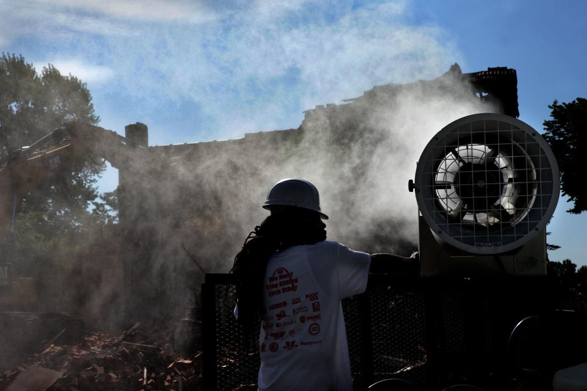 Health experts concerned that dust from demolition efforts threaten lead levels in children
