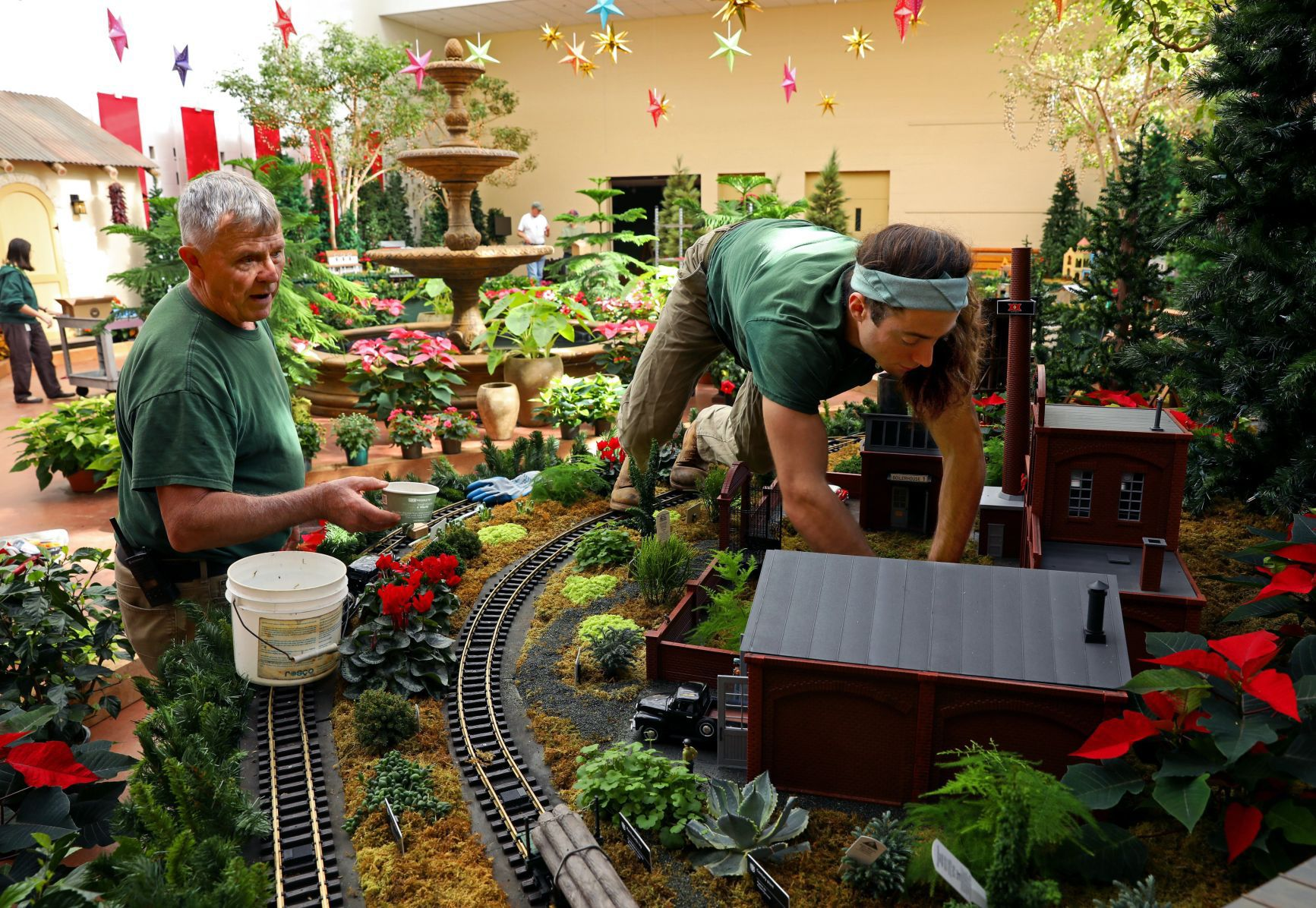 Gardenland Express Builders Busy On Details