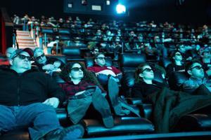 加熱席、大型スクリーンや、シートのサービスのWehrenberg映画館の取得に昇格