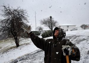 Regen, Schnee schwellen Bäche, Knurren Verkehr. Stirbt man in den überfluteten Bach in Lincoln County