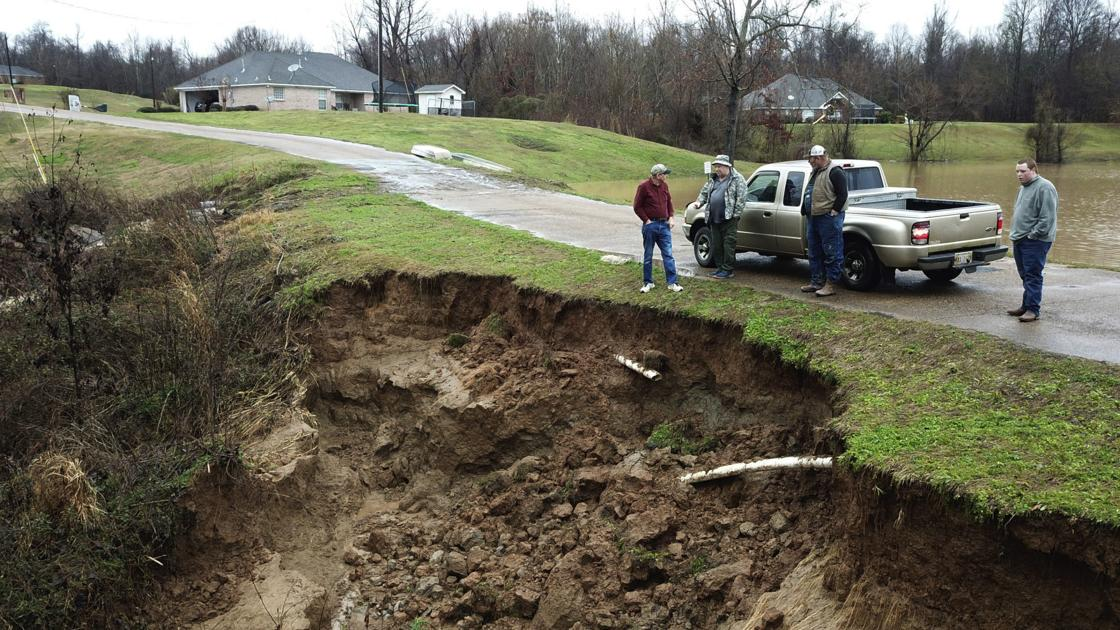 Hundreds of dams lack emergency plans in rain-soaked South