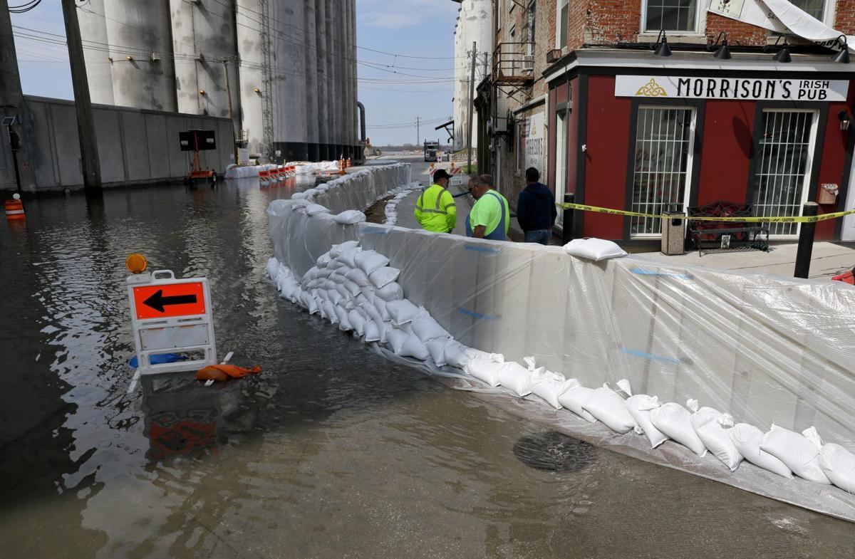 As rising Mississippi River levels crack 10 highest on
