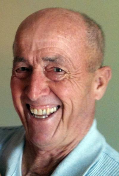 Robert Collier dies