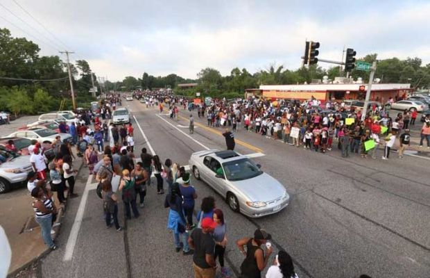 Massive crowd gathers in Ferguson on Sunday night