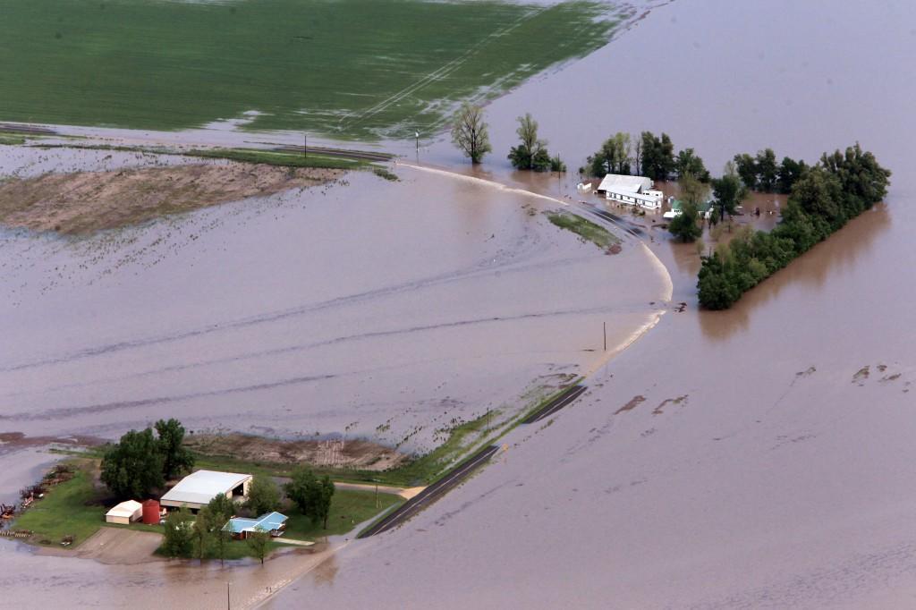 Missouri farmland swamped after levee breach to help Cairo, Ill