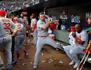 Kardinal mengejar slider dan datang kosong sebagai Braves bahkan seri