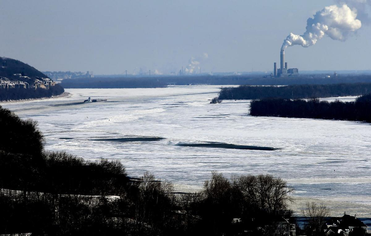 Ice jams confluence of Mississippi, Illinois rivers at Grafton