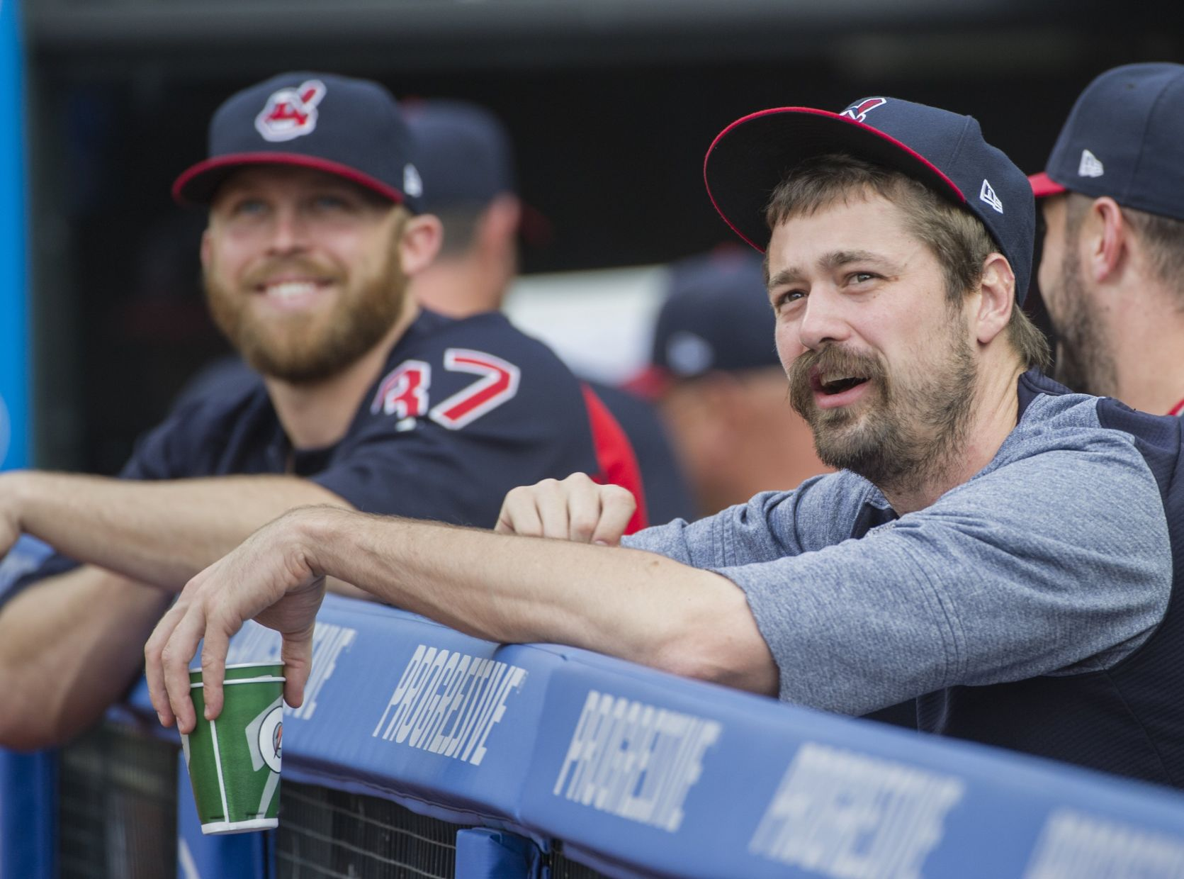 Indians reliever Andrew Miller pulls himself from game after seven pitches
