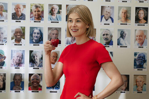 Review: A compellingly cruel Rosamund Pike in 'I Care a Lot'