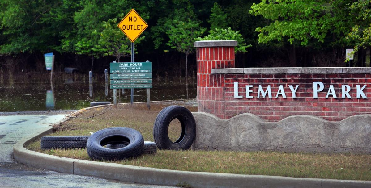 River des Peres, sewage recede from Lemay as cleanup begins