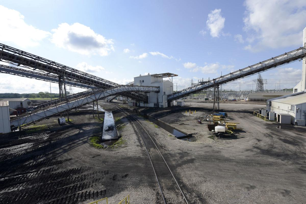 Facing likely closures, owner of Southern Illinois coal power plants supports bill to help repurpose sites for solar, energy storage projects