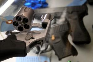 セントルイスの法案がバー国内侵害の加害者を銃
