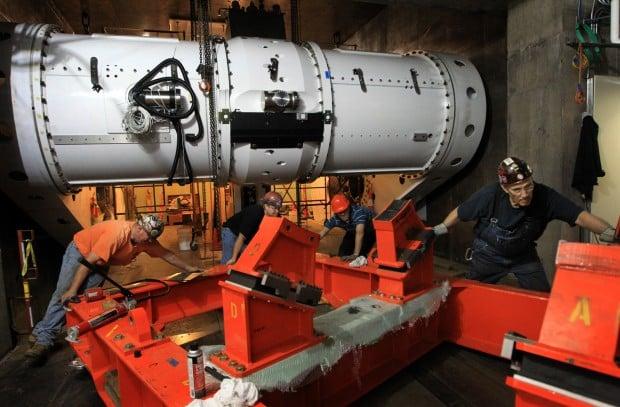 Proton beam accelerator