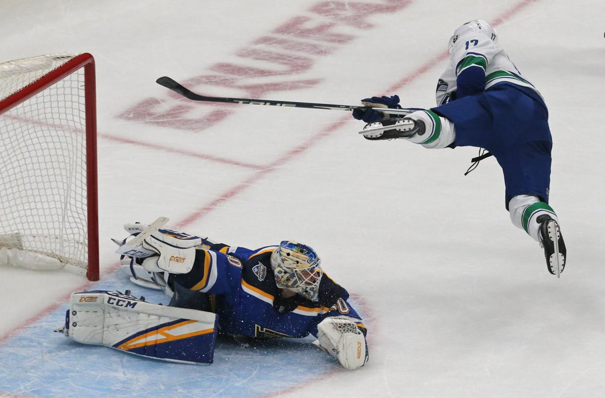 Blues give up 2-goal lead again, lose in shootout