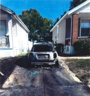ジェファーソンシティの男が5年被爆氏の元妻の車にセントルイス