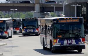 Μετρό μειώνει το λεωφορείο, MetroLink υπηρεσία μέσα COVID-19 ξέσπασμα