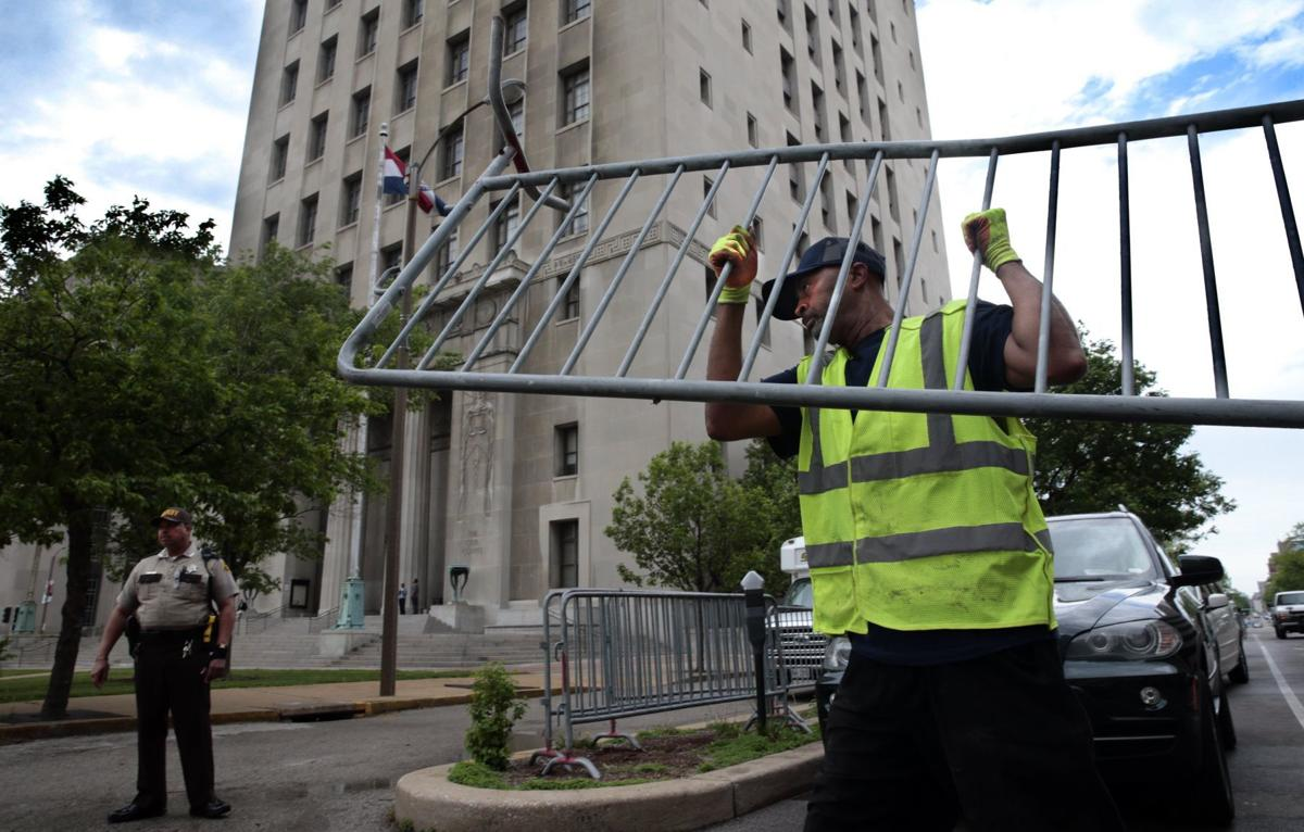 Barricades moved to courthouse in advance of governor's trial