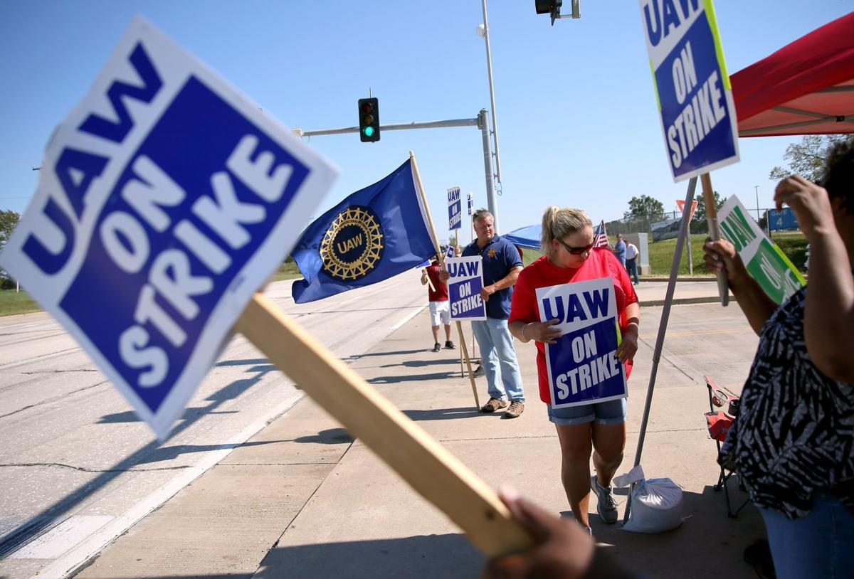 UAW workers continue strike at Wentzville GM plant