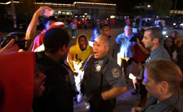 Protesters call for resignation of Ferguson police chief