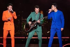 Jonas Brothers φέρει την