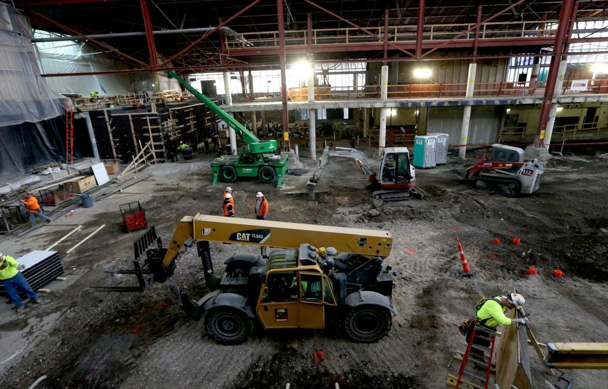Behind-the-scenes construction tour at the St. Louis Aquairum