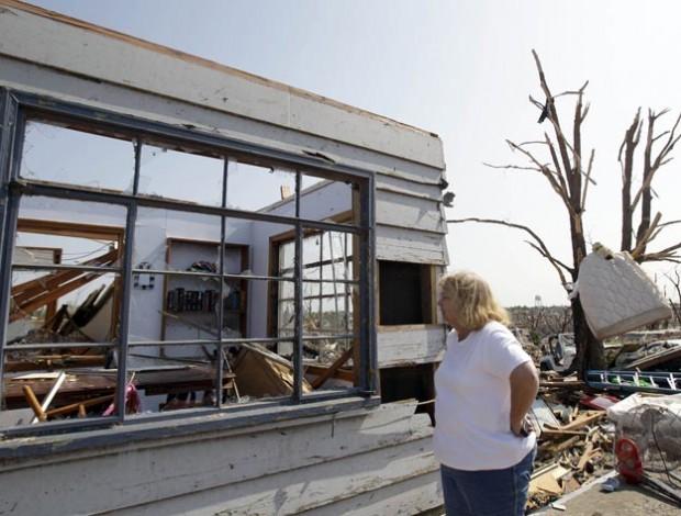 Woman inspects ruined home of nephew in Joplin