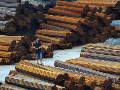 China tells banks to lend to expand steel exports