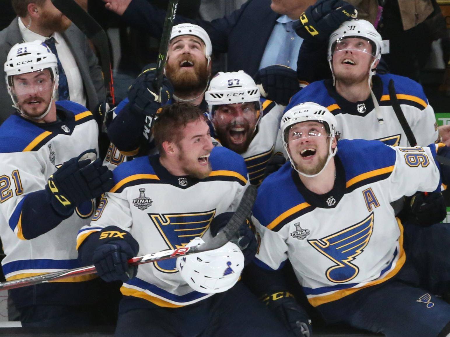 Reliving That Cup Crazy Night Local Stations To Re Air Blues Title Winning Game Exactly A Year Later St Louis Blues Stltoday Com