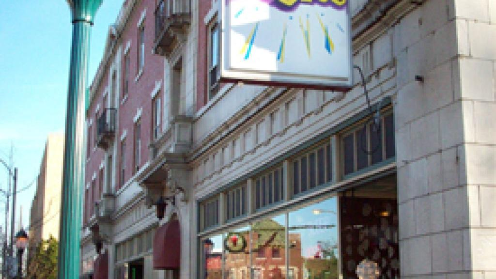 Pizazz Furniture On Delmar Loop Begins Closing Business Stltoday Com