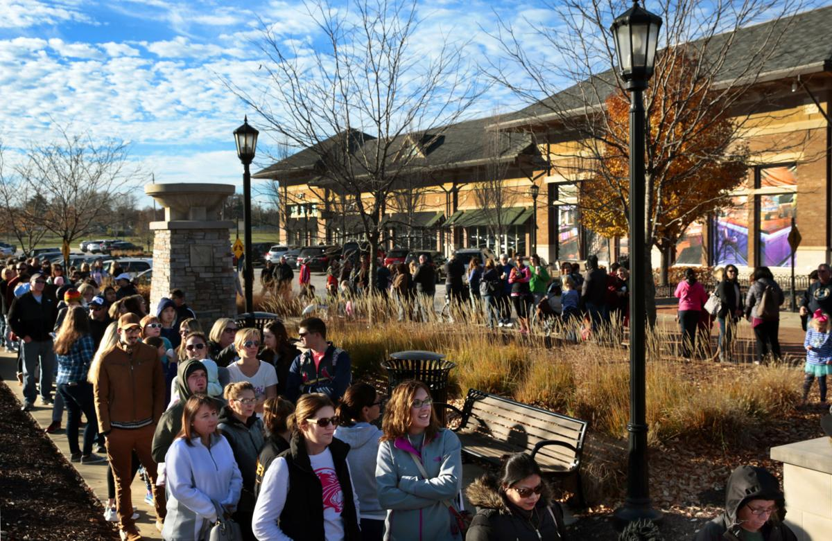 Shoppers Head Out To St Louis Area Malls Stores For Black Friday Deals Local Business Stltoday Com