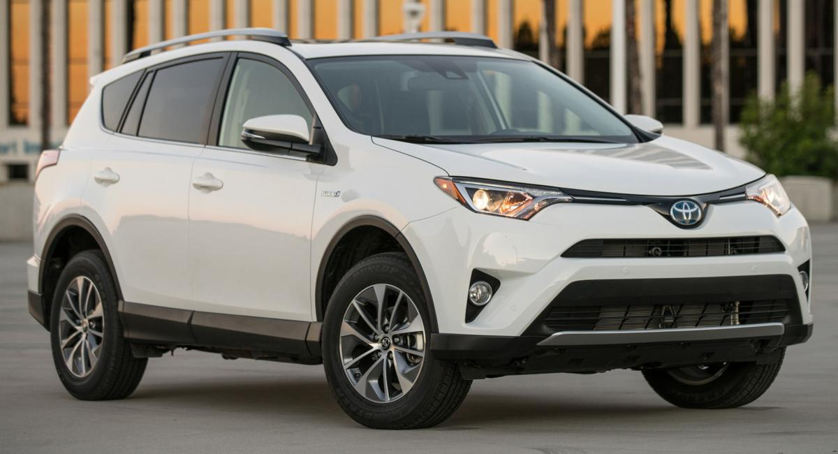 2016 toyota rav4 hybrid small crossover bucks recent sales trends adds 39 green 39 version. Black Bedroom Furniture Sets. Home Design Ideas