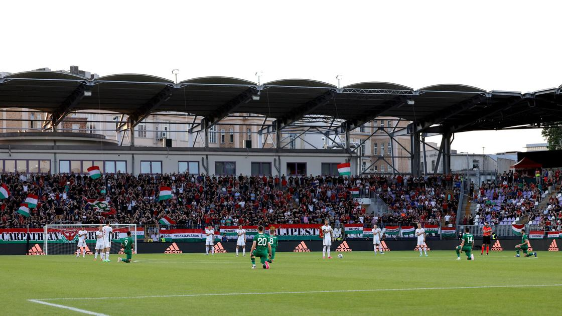 Ireland's national team booed for taking a knee before soccer match with Hungary