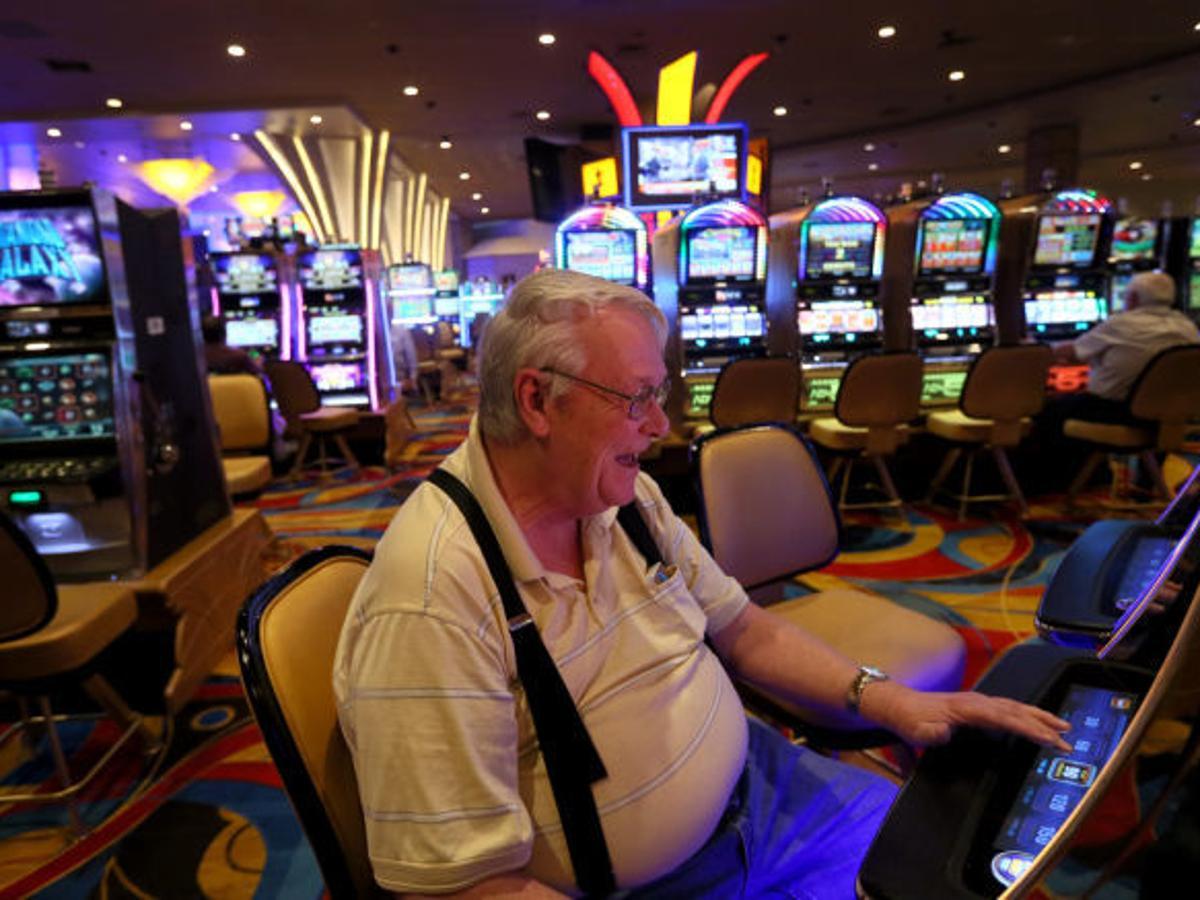 State gambling regulators say slot machines spreading across Missouri are  illegal | Political Fix | stltoday.com