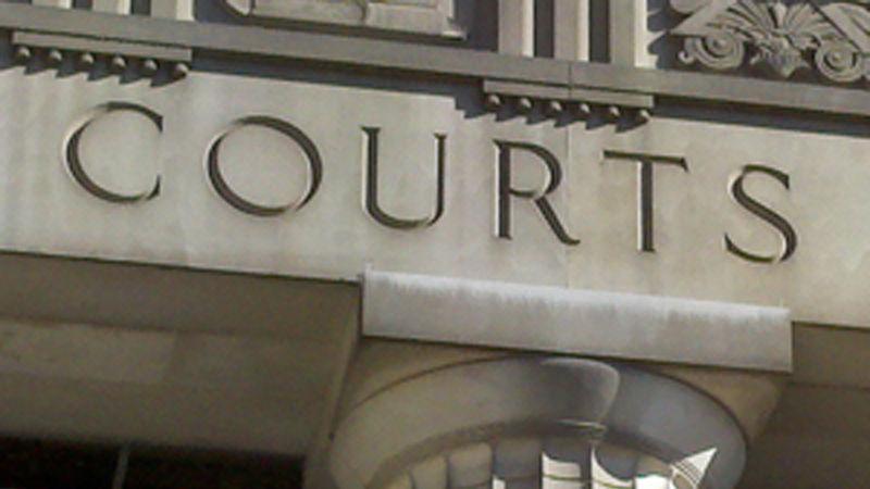 セントルイスの女の容疑を盗み$74,000からメリーランドハイツ社