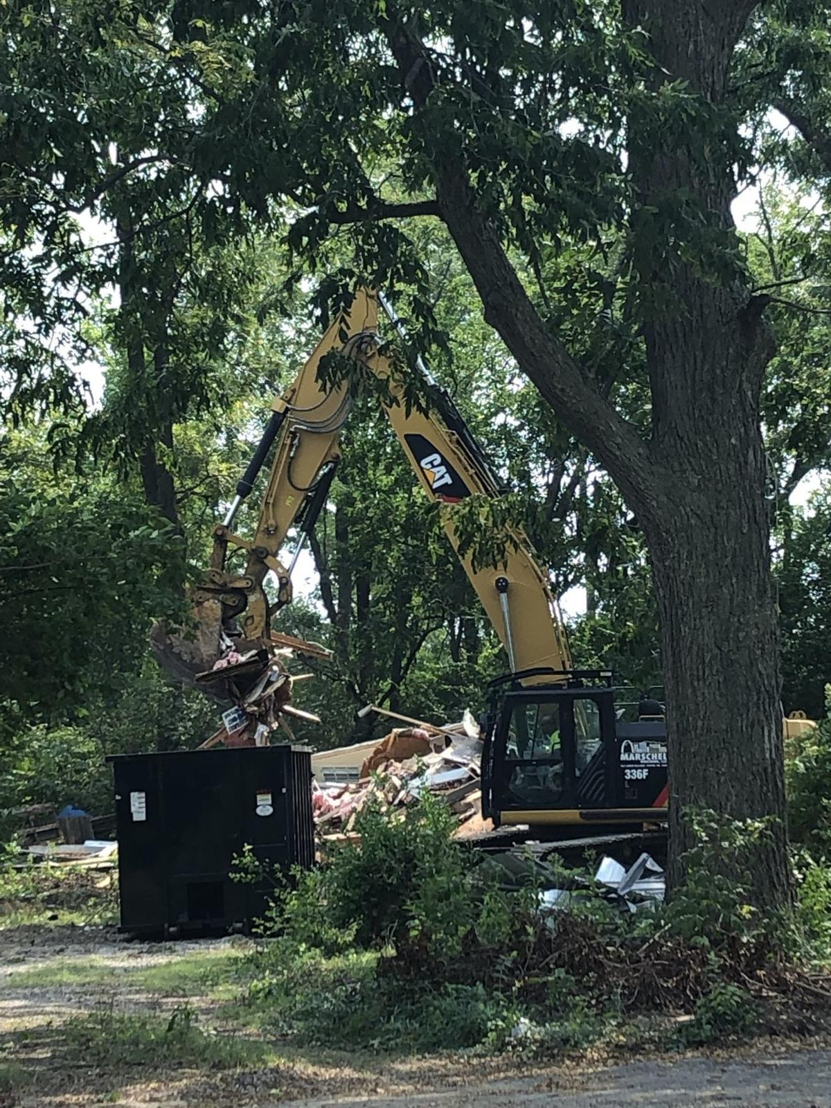 Demolition begins at site of St. Louis County Library HQ in Frontenac