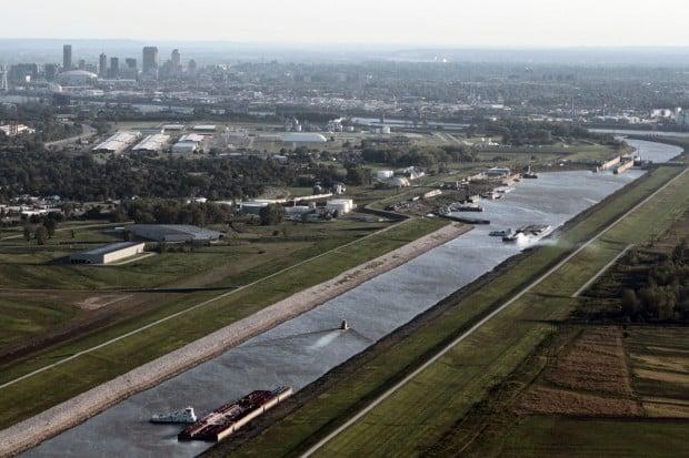 Barges Backing Up Near Mississippi River Lock News