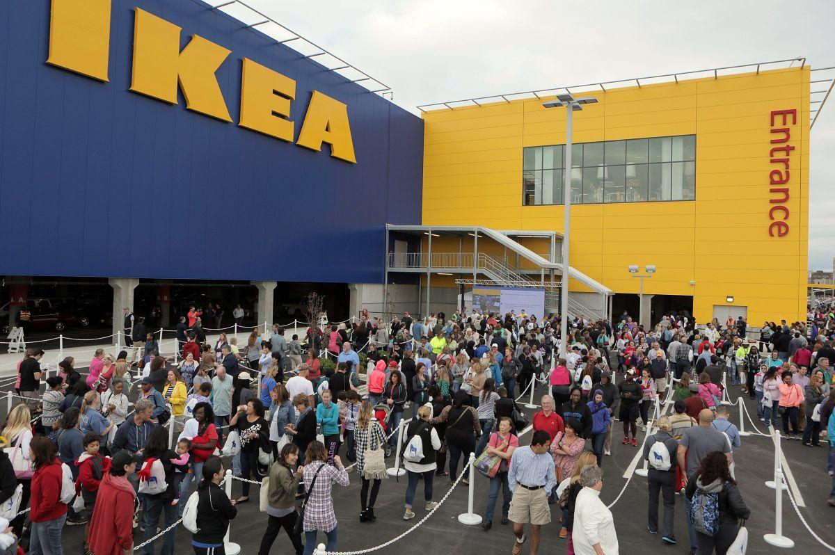 shoppers turn out in droves for ikea 39 s opening day business. Black Bedroom Furniture Sets. Home Design Ideas
