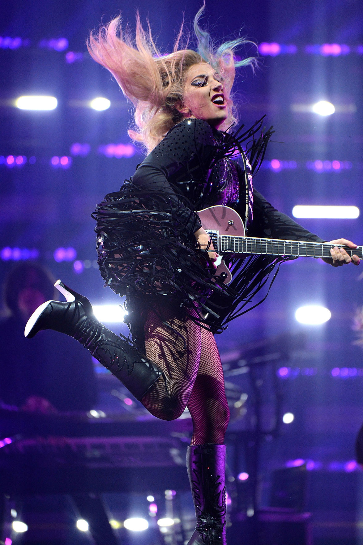 Lady Gaga S Concert Calls For Celebration Resolve In The Face Of Sadness Concert Reviews Stltoday Com