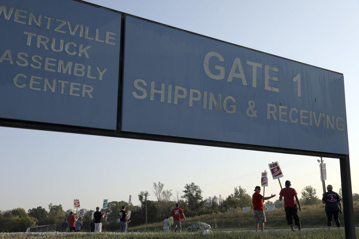 Photos: GM workers strike in Wentzville, around the country