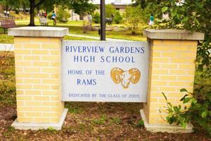 Tiga St. Louis area sekolah kabupaten menangguhkan pelayanan makanan bagi siswa, mengutip risiko paparan coronavirus