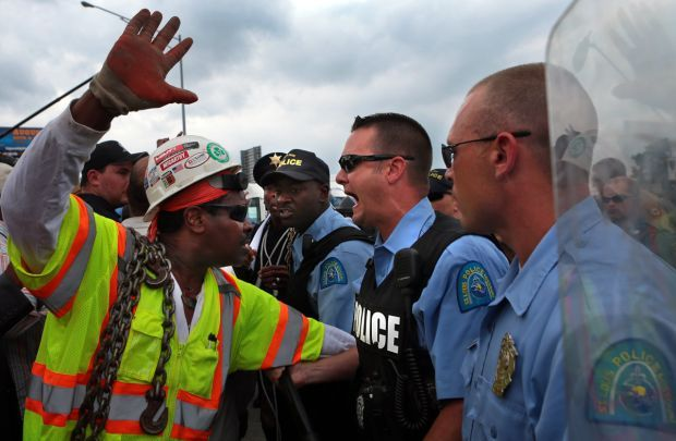 Protesters try to block Interstate 70