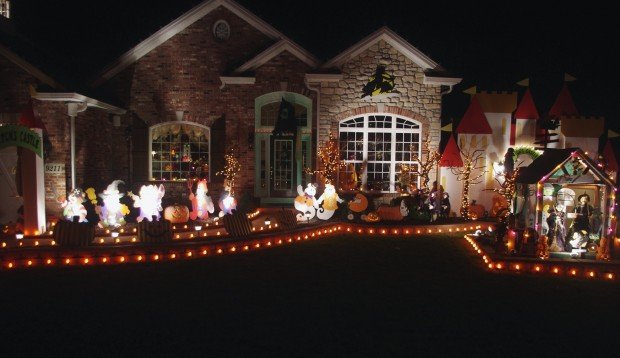 readers staff pick best halloween houses home and garden stltodaycom - Homes Decorated For Halloween