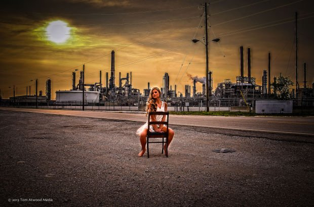 Photographer harassed outside Wood River Refinery