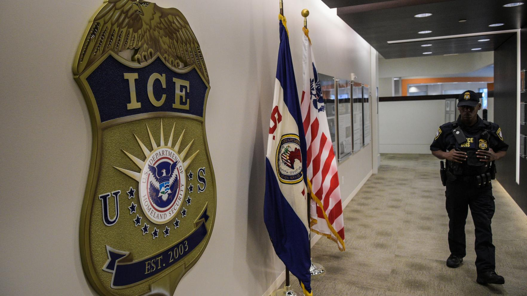U.S. plans family deportations, including a 4-year-old girl with broken arm requiring surgery
