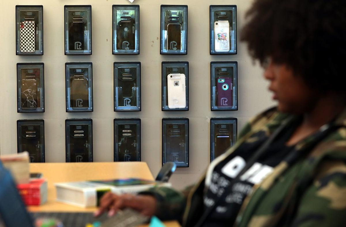 Schools try locking up cellphones to help class engagement