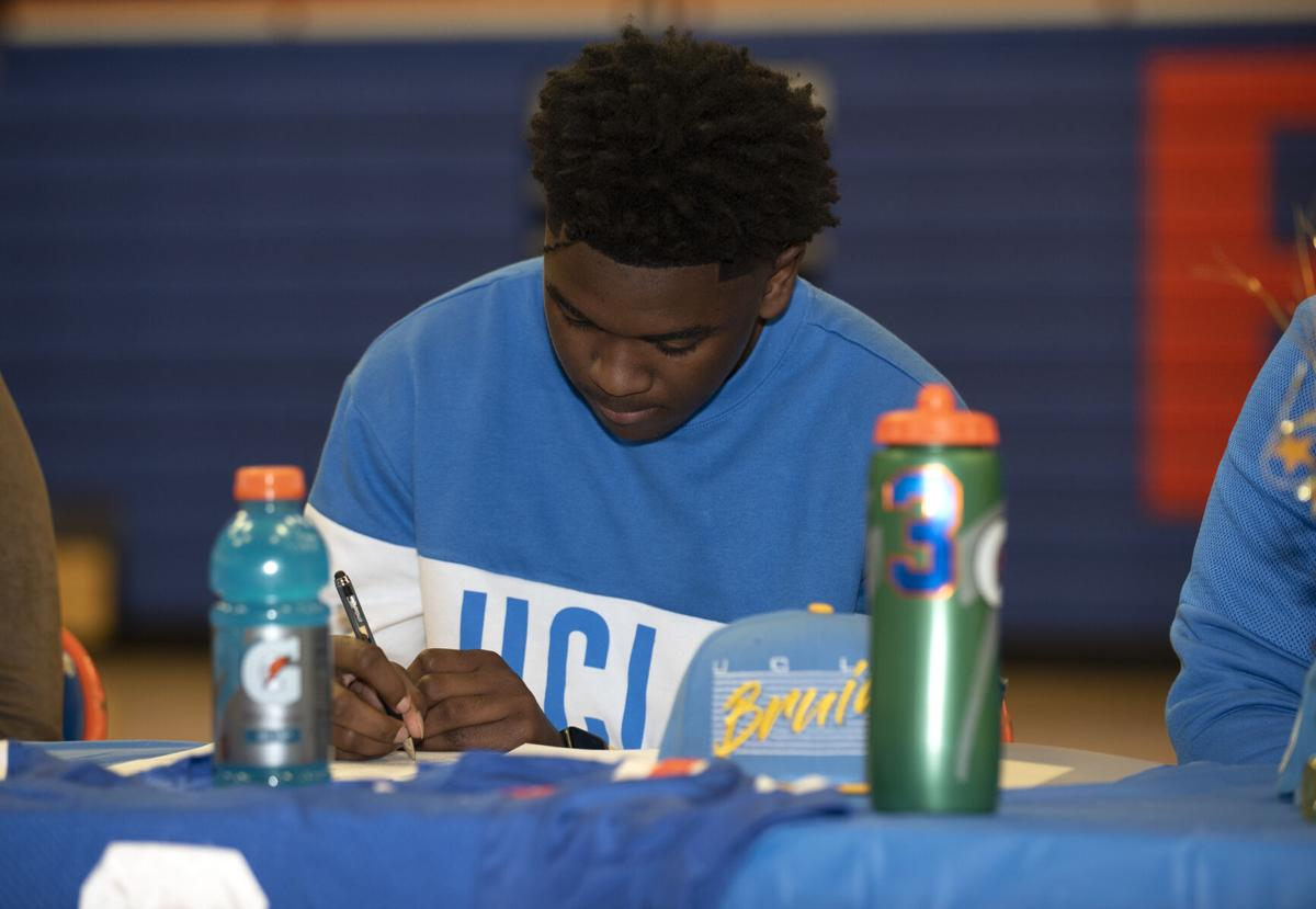 East St. Louis signing