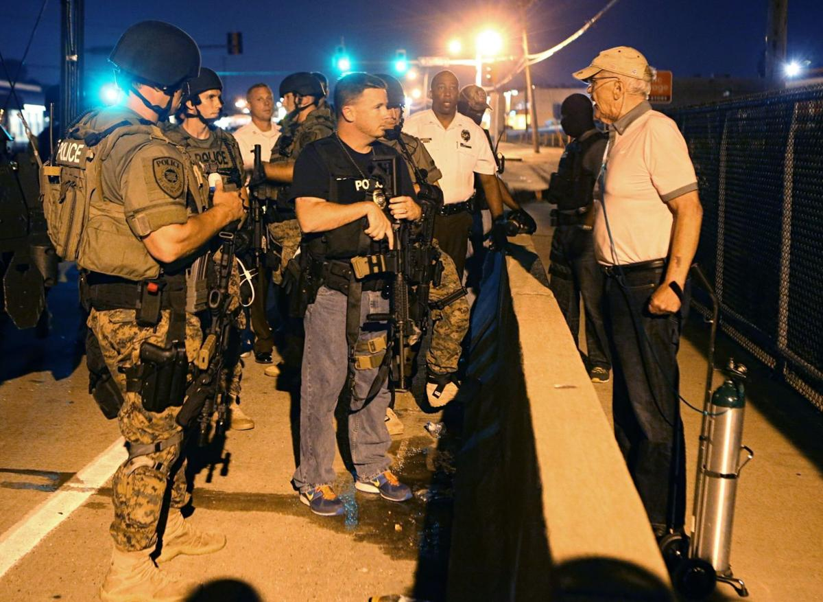Old man with oxygen confronts police in Ferguon