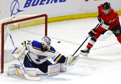 Nilsson stops 34 shots, Senators beat Blues 2-0