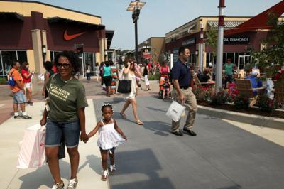 St. Louis Premium Outlets opens to the public